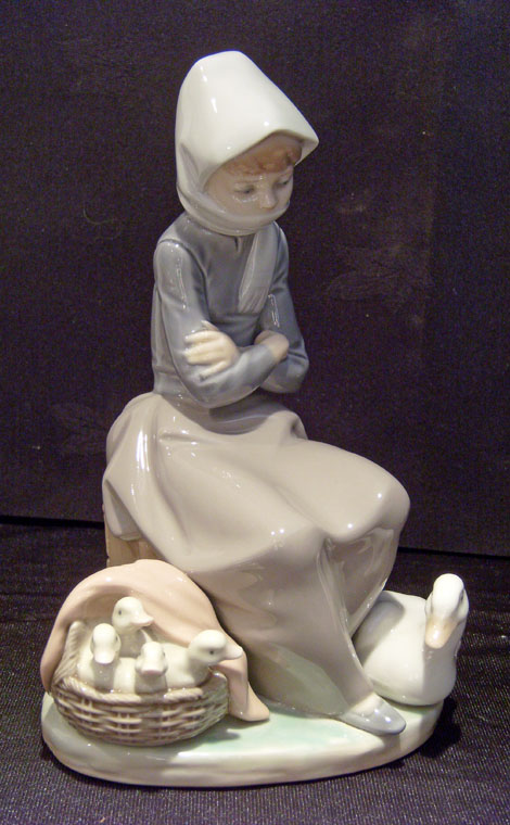 Lladro  #1267 Duck Seller