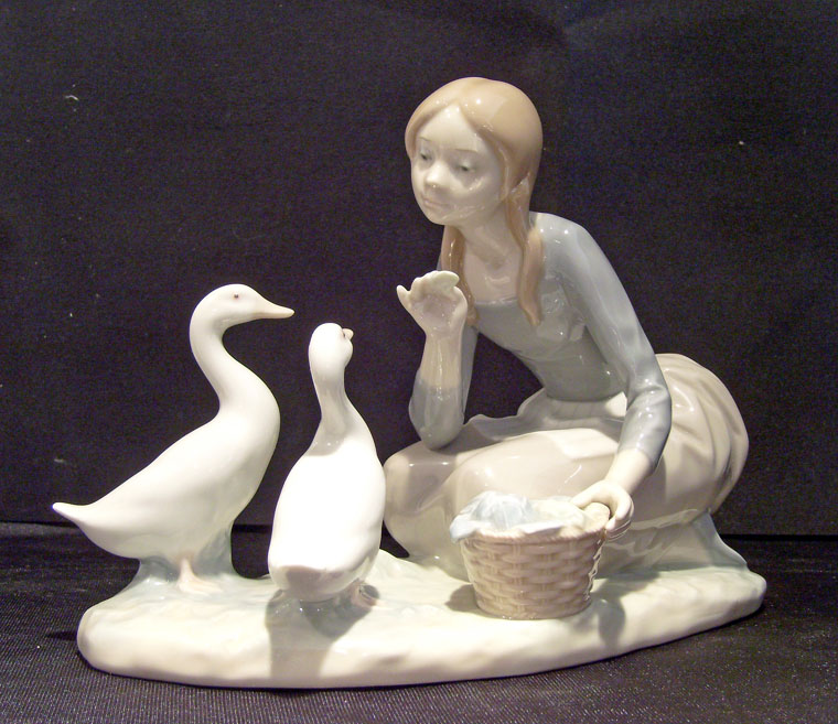 Lladro Figurine #4849 Feeding the Ducks