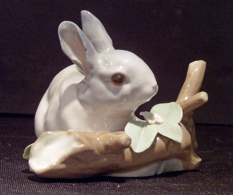 Lladro Rabbit Eating #4773