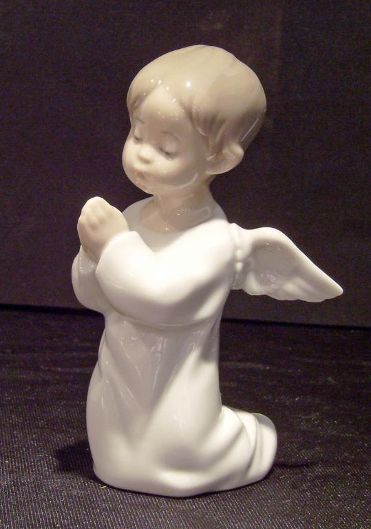 Lladro Angel Dreaming Figurine #4961