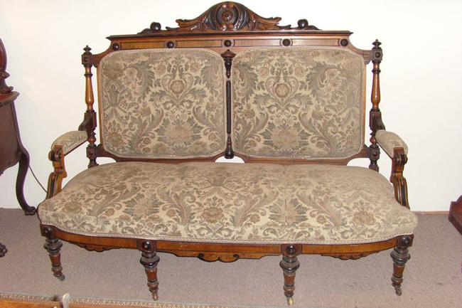 Lovely Victorian Parlor Settee